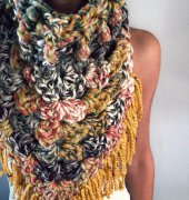 The Oversized Kerchief Cowl - Heather Cummings - CozyCreativeCrochets